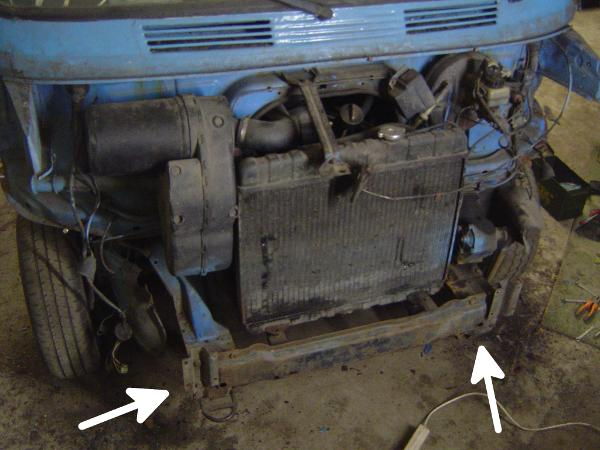 Mercedes-Benz 207D engine bay, front paneling removed
