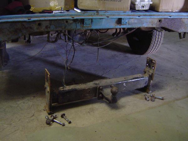 Mercedes-Benz 207D towbar removed