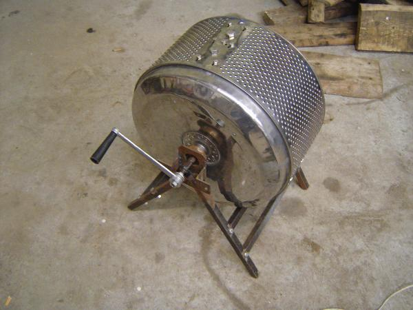 Roaster with handle for manual operation